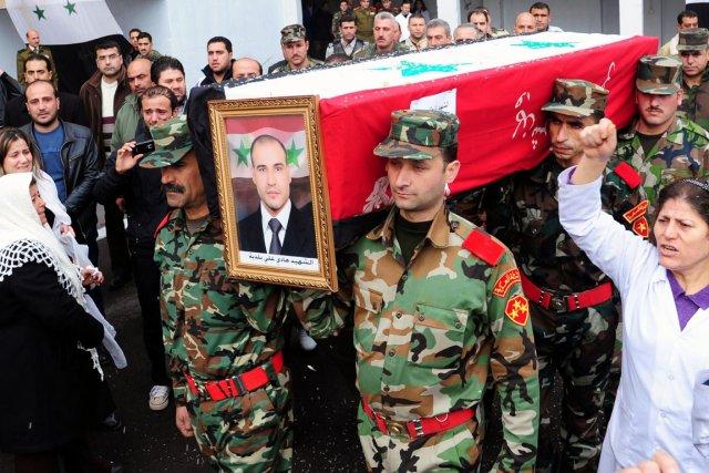 La r pression se poursuit en syrie au bord de la guerre for Portent en arabe