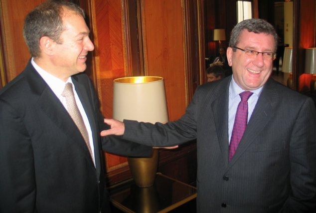 Le président d'Almerys, Laurent Caredda, et Régis Labeaume... (Le Soleil, Valérie Gaudreau)