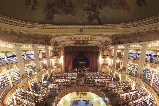 Lire sur la scène du Grand Splendid? Un... (Photo: Tim Snell)