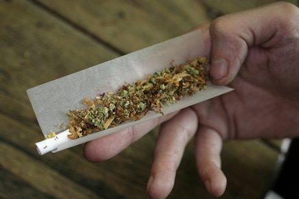 Contrairement au cannabis naturel, les substances de synthèse... (Photo: AP)