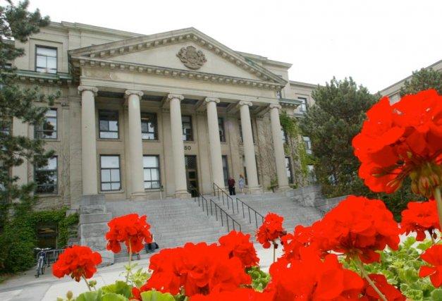 Pendant que l'Université d'Ottawa et La Cité collégiale... (Archives, LeDroit)