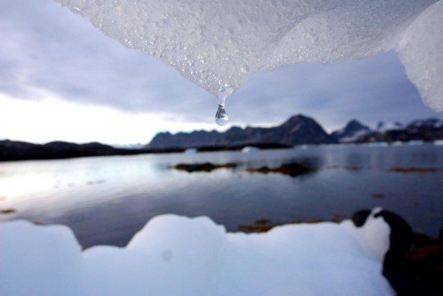 Un iceberg fond à Kulusuk au Groenland, près... (Photo: John McConnico, Archives AP)