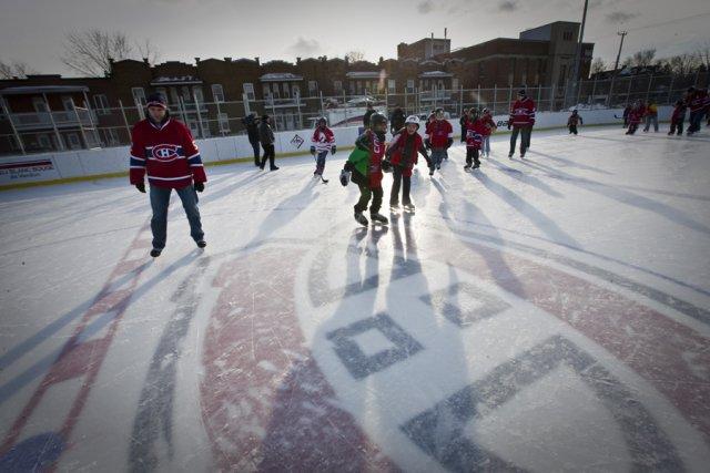 Le ch offre une cinqui me patinoire aux enfants for Patinoire exterieur