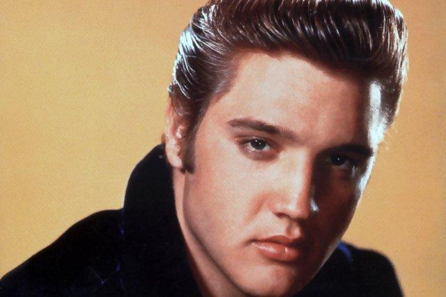 Naissance du chanteur et guitariste Elvis Presley, à Tupelo, Mississippi...