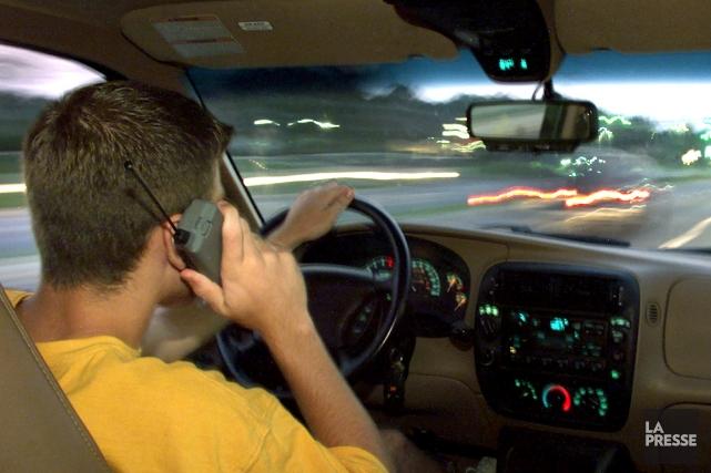 Certaines restrictions à l'usage du cellulaire au volant.... (Archives)