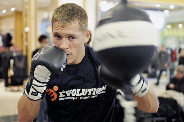 Le boxeur Kevin Bizier... (Le Soleil, Steve Deschênes)