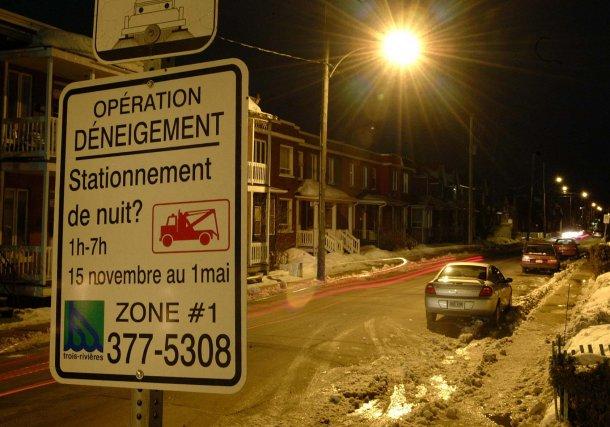 Le stationnement de nuit est maintenant permis partout... (Photo: Archives, Sylvain Mayer)