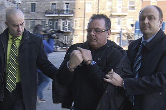 Raynald Desjardins (au centre), 59 ans, est le... (Photo fournie par Radio-Canada)