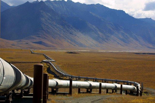 L'oléodux trans-Alaska serpente la toundra, à quelques 240... (Photo Al Grillo, AP)