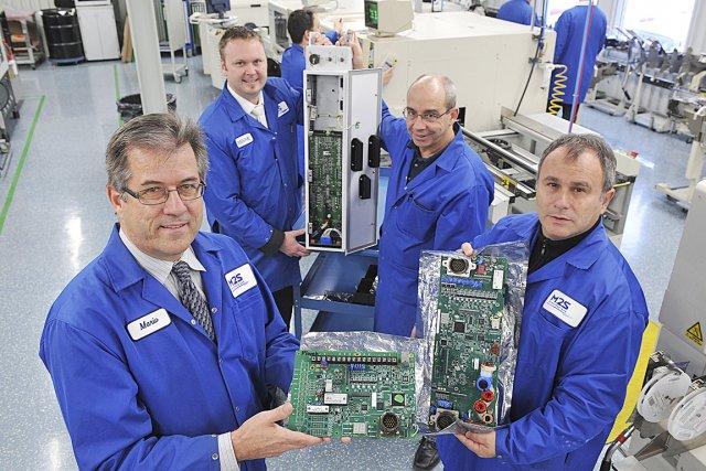 Dans l'ordre, le pdg de M2S Électronique, Mario... (Le Soleil, Steve Deschênes)