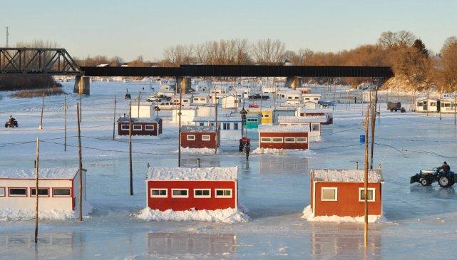Les cabanes sont prêtes sur la rivière Sainte-Anne... (Photo: Émilie O'Connor, archives)