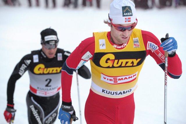 Le Norvégien Petter Northug Jr. (à droite), gagnant... (Photo: AP)