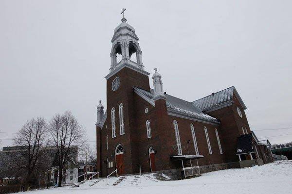 Église Saint-Charles-Borromée à Vanier. Photo : Simon Séguin Bertrand (Cyberpresse.ca (Le Droit, 5 janvier 2012)