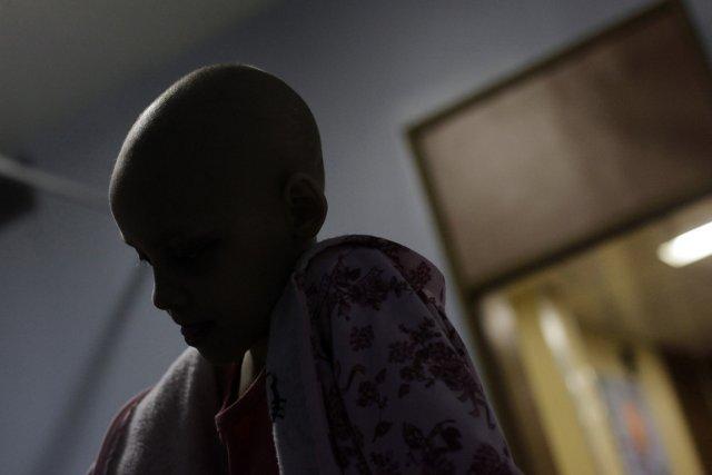 Contrairement à la chimiothérapie qui détruit toutes les... (Photo: Ricardo Moraes, Archives Reuters)