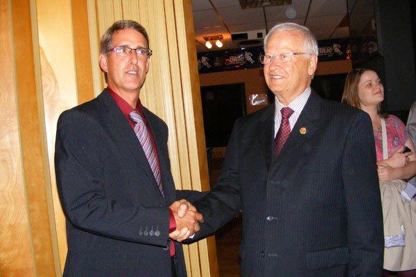 Grant Crack et l'ex-député de Glengarry-Prescott-Russell, Jean-Marc Lalonde... (Archives, LeDroit)