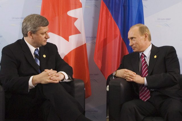 Stephen Harper et Vladimir Poutine... (Photo: PC)
