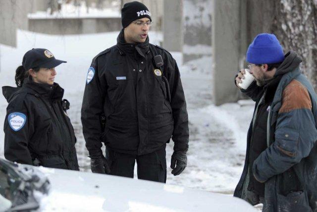 Les policiers doivent souvent composer avec des sans-abri... (Photo Bernard Brault, La Presse)