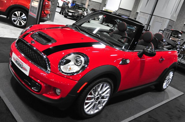 La Mini Cooper John Cooper Works décapotable.... (Photo AFP)