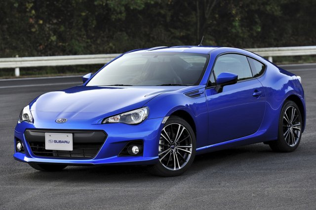 le duo subaru brz toyota gt86 pr tendant au titre de voiture europ enne de l 39 ann e 2013 d. Black Bedroom Furniture Sets. Home Design Ideas