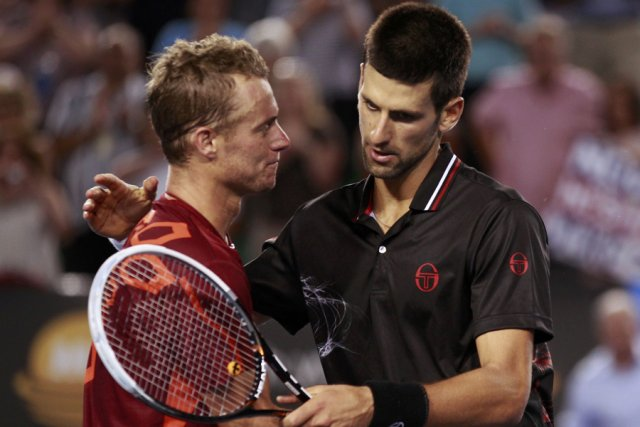 Novak Djokovic (à droite) a eu besoin de... (Photo: Reuters)