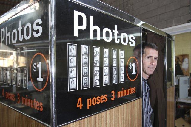 Jeffrey Grostern, de l'entreprise montréalaise Auto-Photo Canada, et... (Photo: Stéphane Champagne, collaboration spéciale)