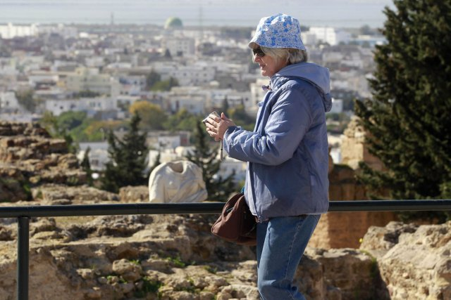 Une touriste près du site archéologique de Carthage,... (Photo: archives Reuters)