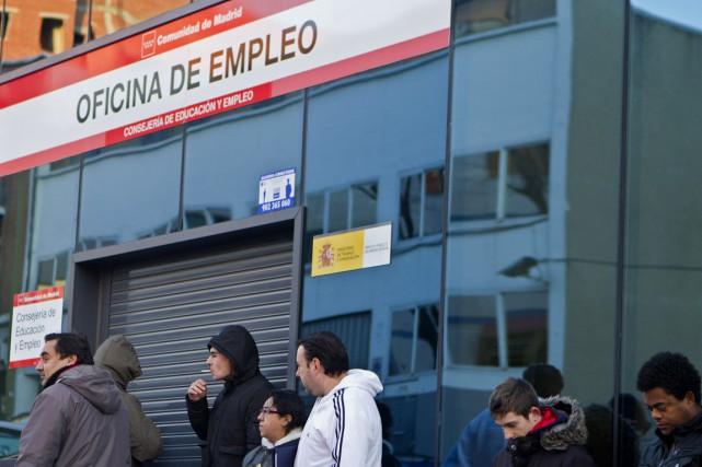 L'Espagne comptait fin septembre 4 447 650 chômeurs,... (Photo archives AP)