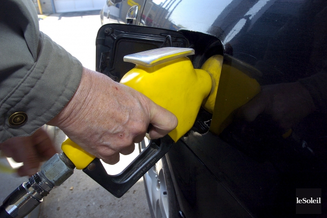 Certaines stations affichent l'essence à 1,269 $ le... (Photothèque Le Soleil, Erick Labbé)