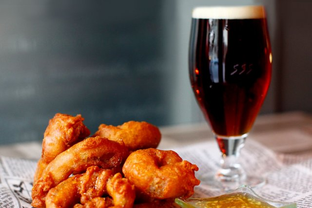 Beignets d 39 oignon rouge la bi re chipie de la - Pate a beignet a la biere ...