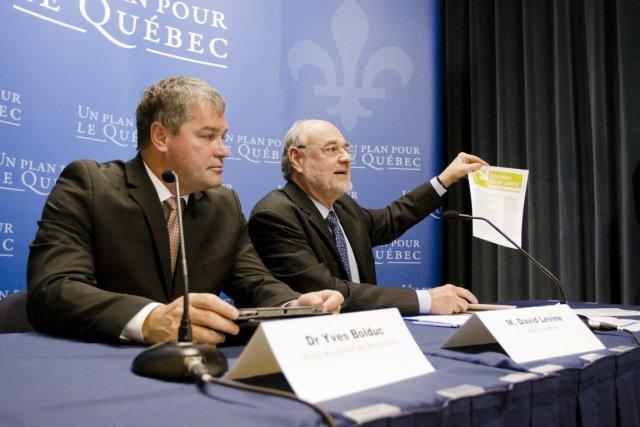 Le ministre Yves Bolduc et le directeur de... (Photo: Ninon Pednault, La Presse)