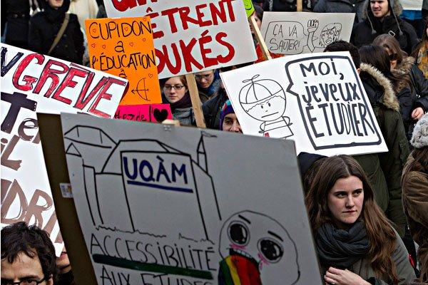 Environ 10 000 étudiants ont manifesté mardi à... (Patrick Sanfaçon, La Presse)