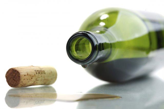 photo bouteille de vin vide quebec