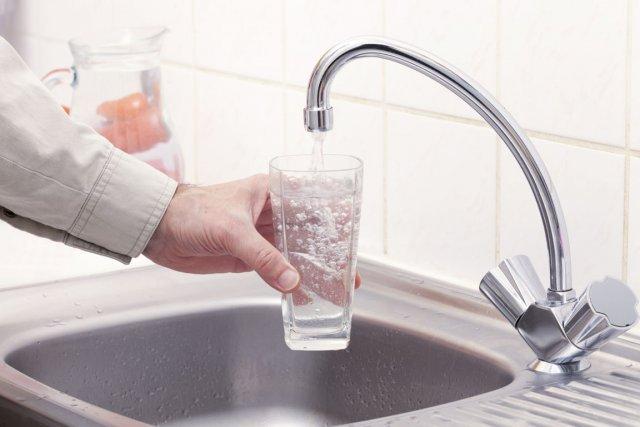 Abandonner les boissons gazeuses pour de l'eau est une façon simple pour  les... (Photos.com)