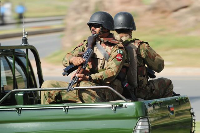 L'armée et la rébellion se sont affrontées régulièrement... (Photo Farooq Naeem, Archives AFP)