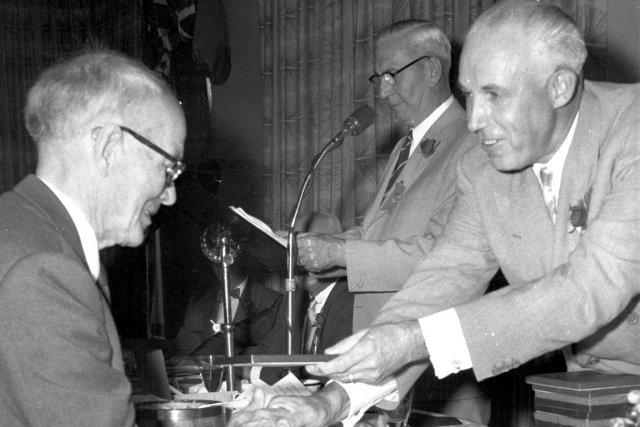 En 1958, Paddy Moran a reçu de Clarence... (Photo fournie par le Temple de la renommée)