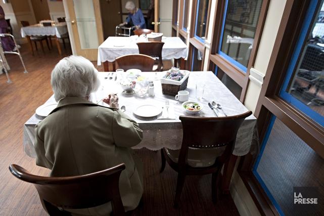 Des repas servis froids, à des heures «qui ne sont pas normales», pas assez... (Photo: François Roy, archives La Presse)