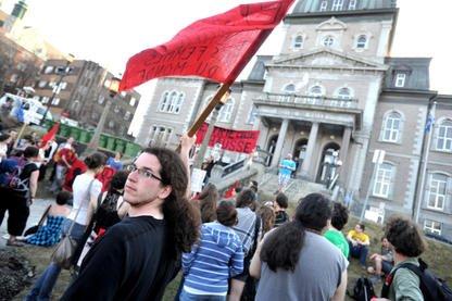Le budget provincial présenté mardi n'a rien pour calmer la grogne qui sévit... (Imacom, Julien Chamberland)
