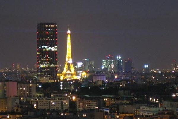 La Tour Montparnasse, au coeur de Paris... (Photo toumontparnasse56.com)