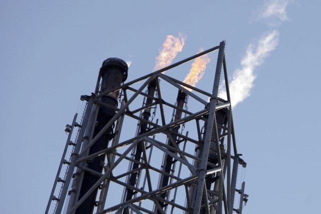 Les stocks de pétrole brut ont progressé la semaine dernière aux États-Unis,... (Photo Reuters)