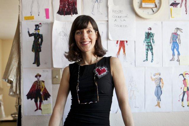 La créatrice Liz Vandal réalise les costumes d'Alice... (Photo Hugo-Sébastien Aubert, La Presse)