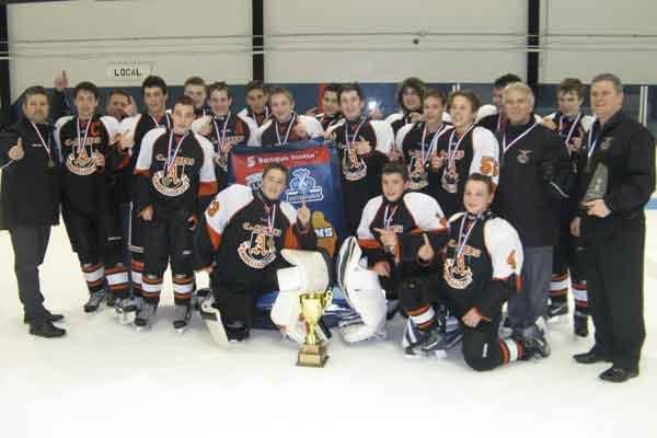 Les Ambassadeurs bantam BB de Gatineau ont remporté le championnat des  séries... (Photo courtoisie)