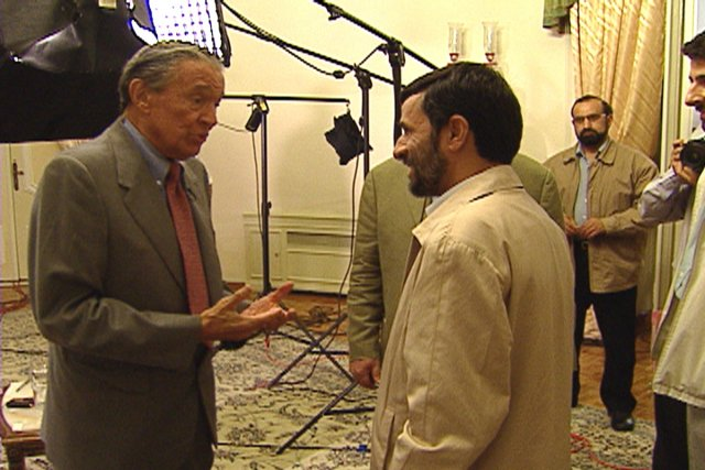Mike Wallace a interviewé le président iranien Mahmoud... (Photo: Archives Associated Press)