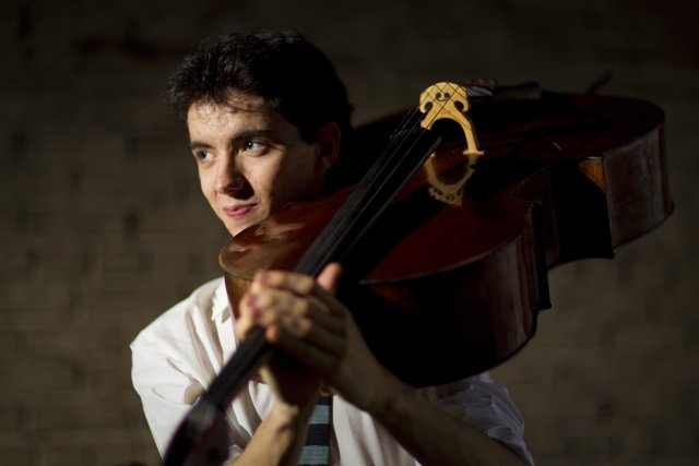 Stéphane Tétreault avec son violoncelle.... (Photo: André Pichette, La Presse)
