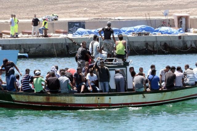 De nombreuses embarcations ont tenté de quitter la... (AP, Alessia Capasso)