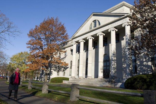 Un édifice du campus de Harvard.... (Photo: Robert Skinner, archives La Presse)