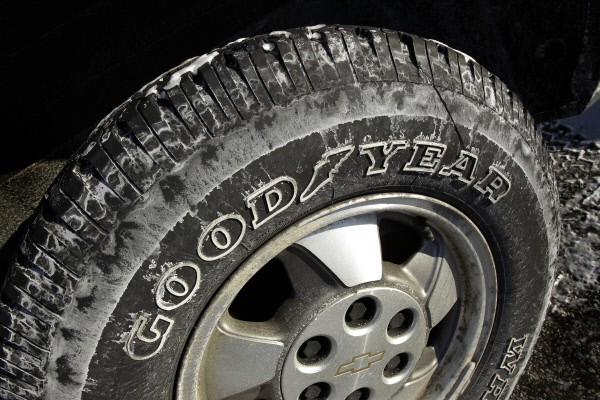 Le fabricant de pneumatiques américain Goodyear (GY) a subi... (Photo archives AP)