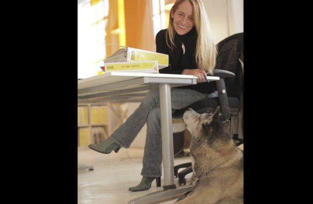 Lydia Brown et son chien Saké.... (Photo fournie par Moment Factory)
