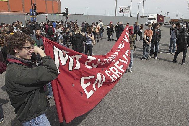 Des étudiants et des profs contre la hausse... (Photo: Patrick Sanfaçon, La Presse)