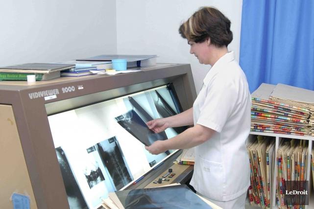 L'hôpital d'Alma interrompt ses activités de mammographie pour... (Archives, LeDroit)