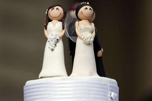 Les couples homosexuels pourront se marier et adopter des enfants à partir du... (Photo Reuters)